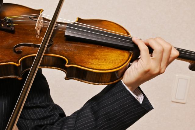 マンションでバイオリンの練習で裁判?プロの演奏が無料で聞けるチャンスなのに